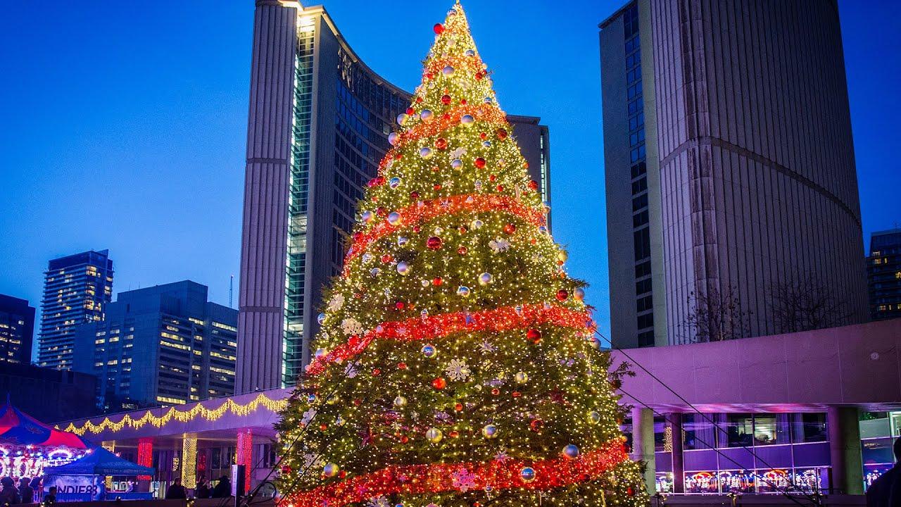 Gigantesco árbol de Navidad en Toronto