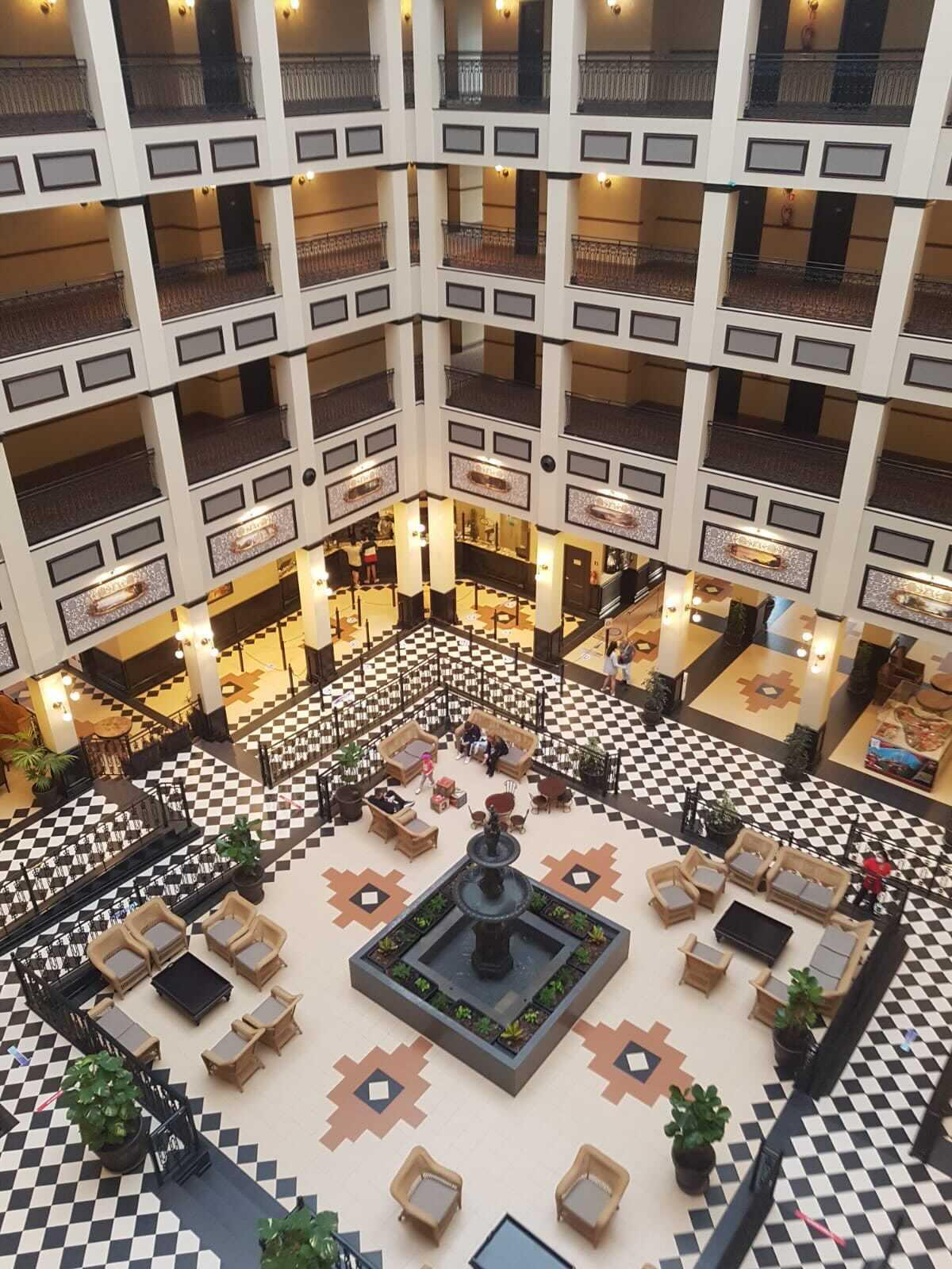 Hall del Hotel Gold River - Una maravilla