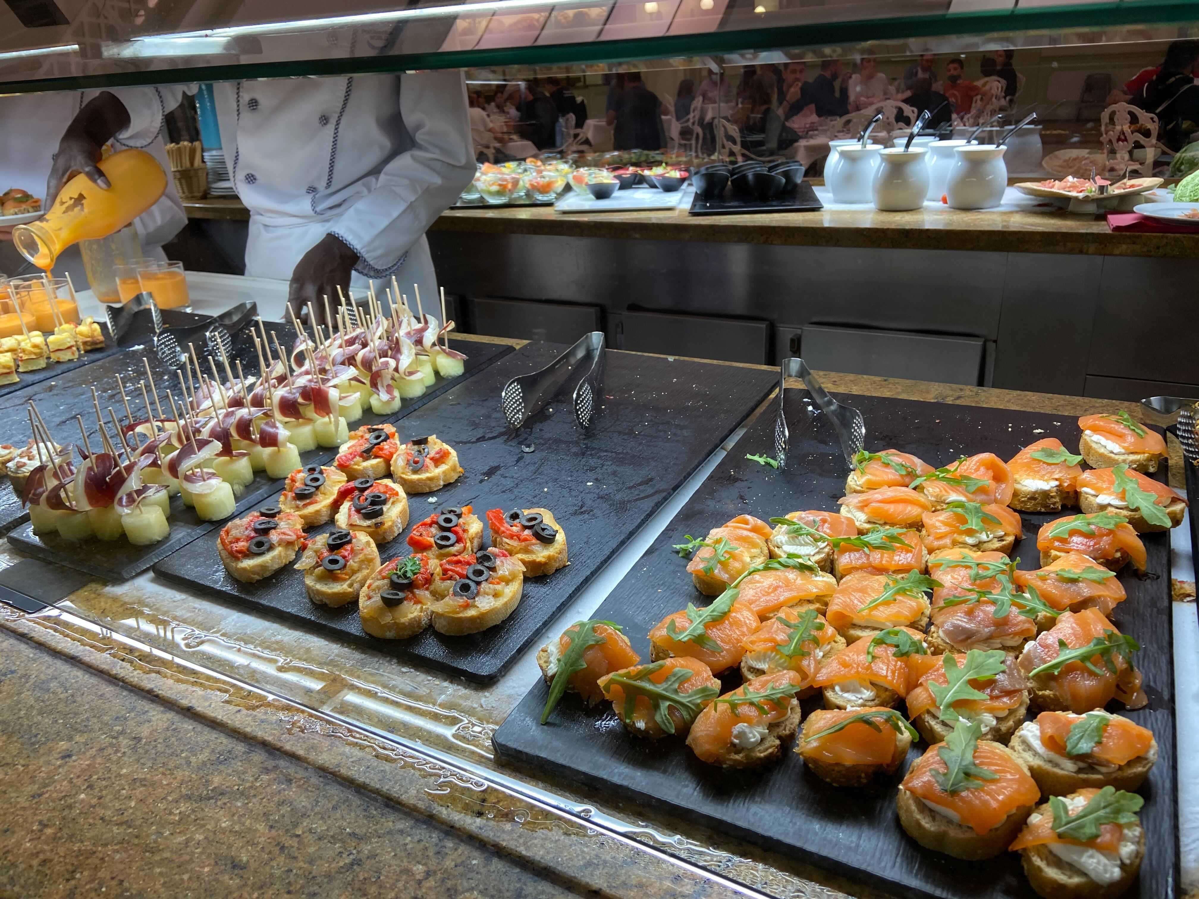 Stand de los canapés y tentempiés frescos del buffet asistido Hotel Gold River