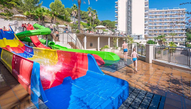Toboganes del Hotel Oasis Park Splash