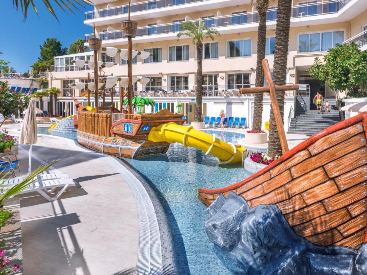 Toboganes de barco pirata del Hotel Oasis Park Splash