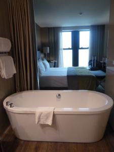 Otra foto de la bañera de la habitación del Hotel Melia Braga 5*