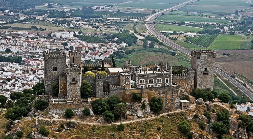 castillo de almodávar del río exterior