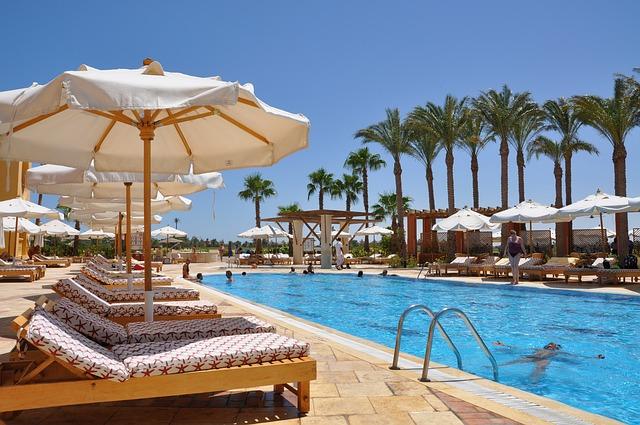 pool-191972_640_verano