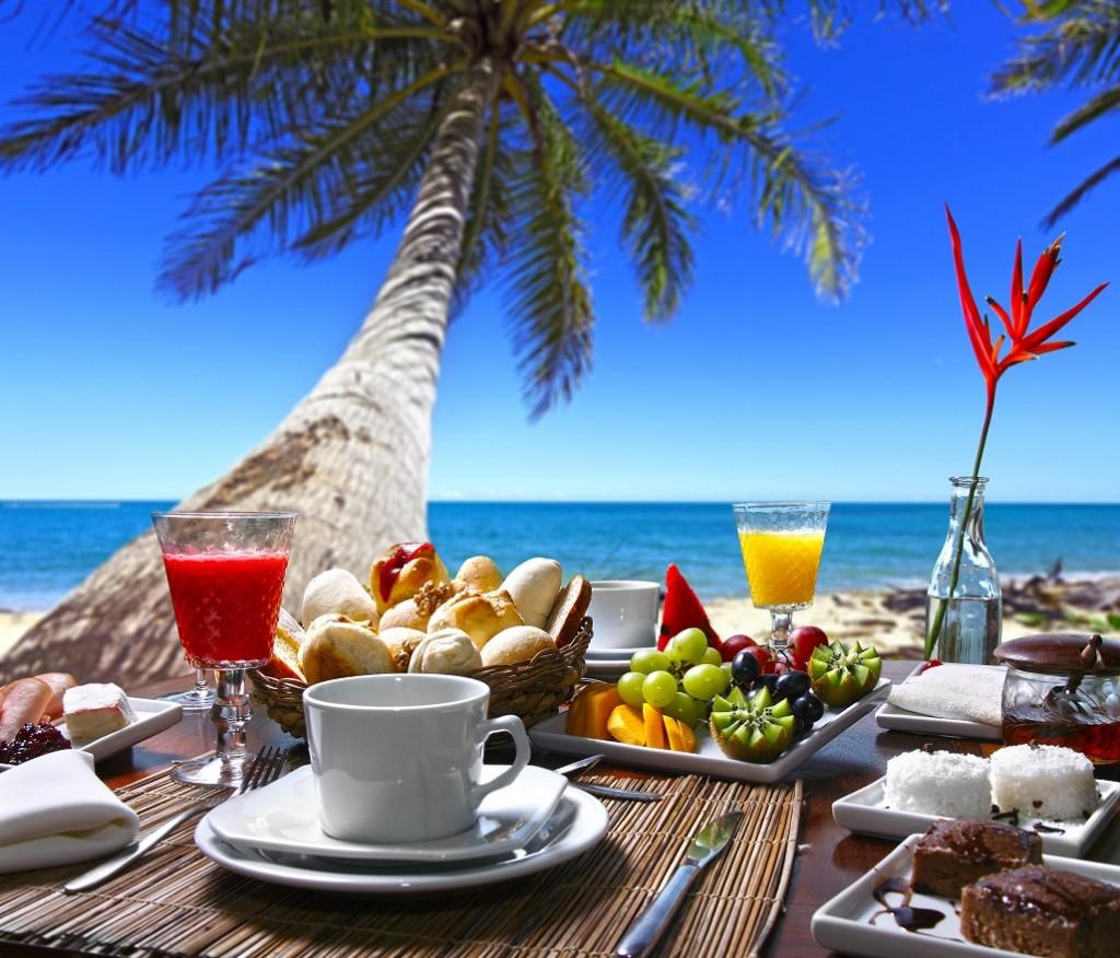 Frutas, comida y palmera en Punta Cana