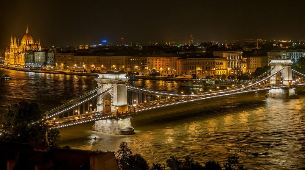 Puente céntrico en Budapest