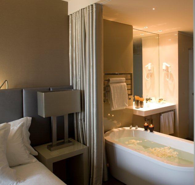 Hotel Melia Braga habitación con bañera al lado de la cama. Chollo Viaje en Braga