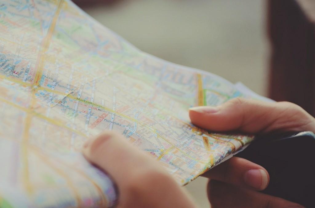 mapa-manos-planificación-viaje