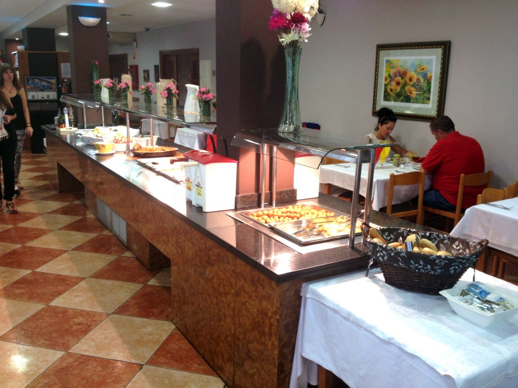 Buffet del hotel Mar Ski 3* situado en Blanes.