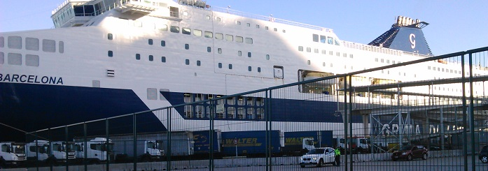 Ferry del viaje hacia Cerdeña
